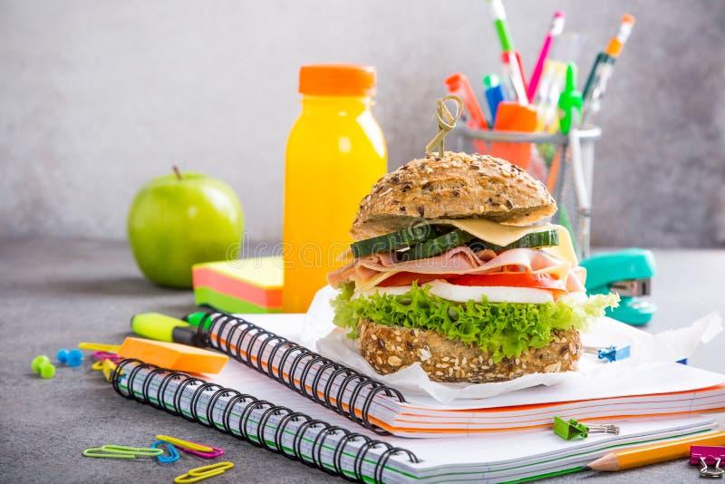 Pranzo sano per la scuola con il panino fotografia stock
