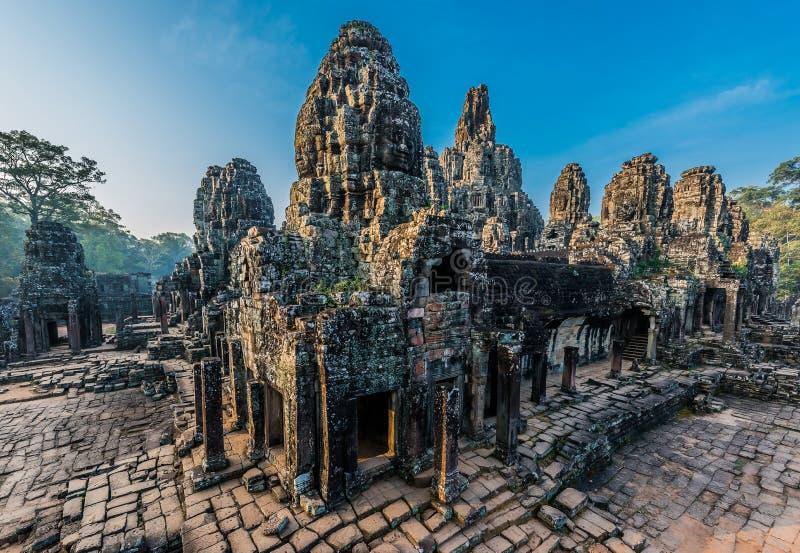 Prasat bayontempel Angkor Thom Kambodja royaltyfri foto