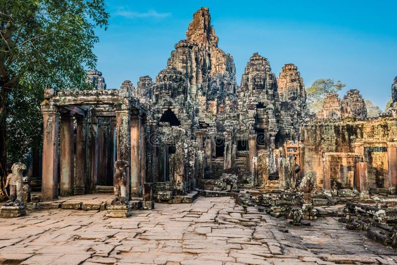 Prasat bayontempel Angkor Thom Kambodja royaltyfria foton