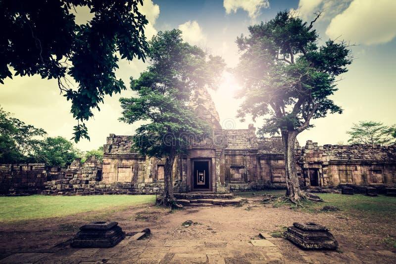 Prasat Hin Phanom ringd eller Phanom ringd stenslott arkivfoton