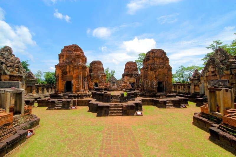 Prasat Muang Tam är en en khmertempel i det Prakhon Chai området, Bur royaltyfri bild