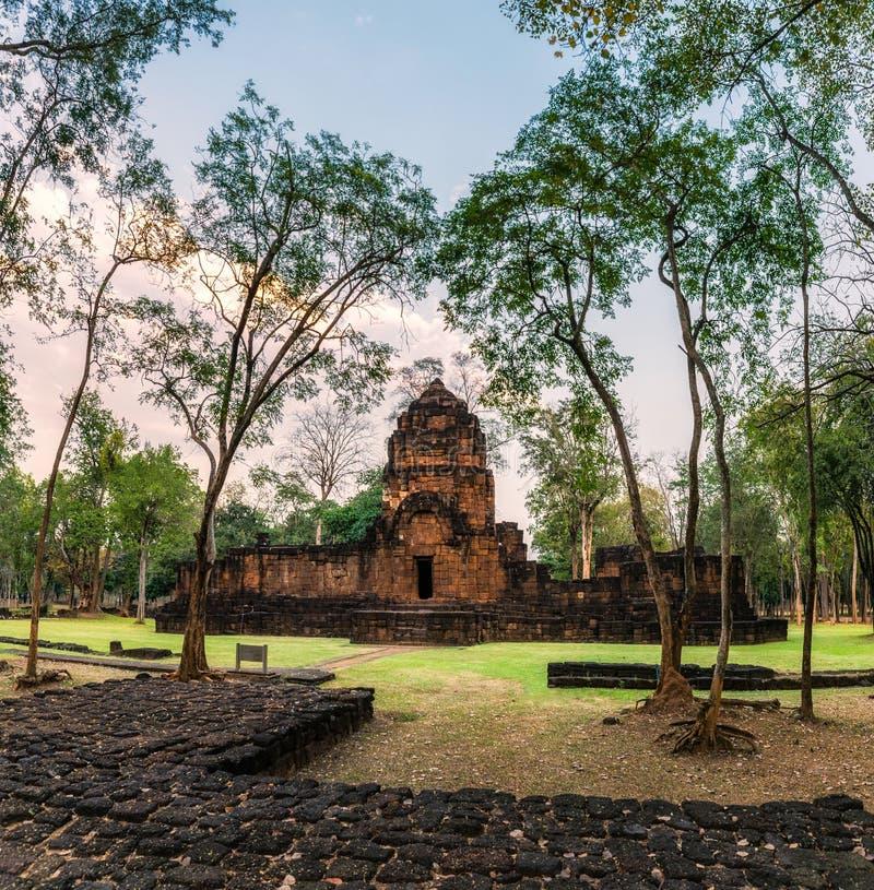 Prasat Muang zingt is Oude ruïnes van Khmer tempel in historisch park stock foto's