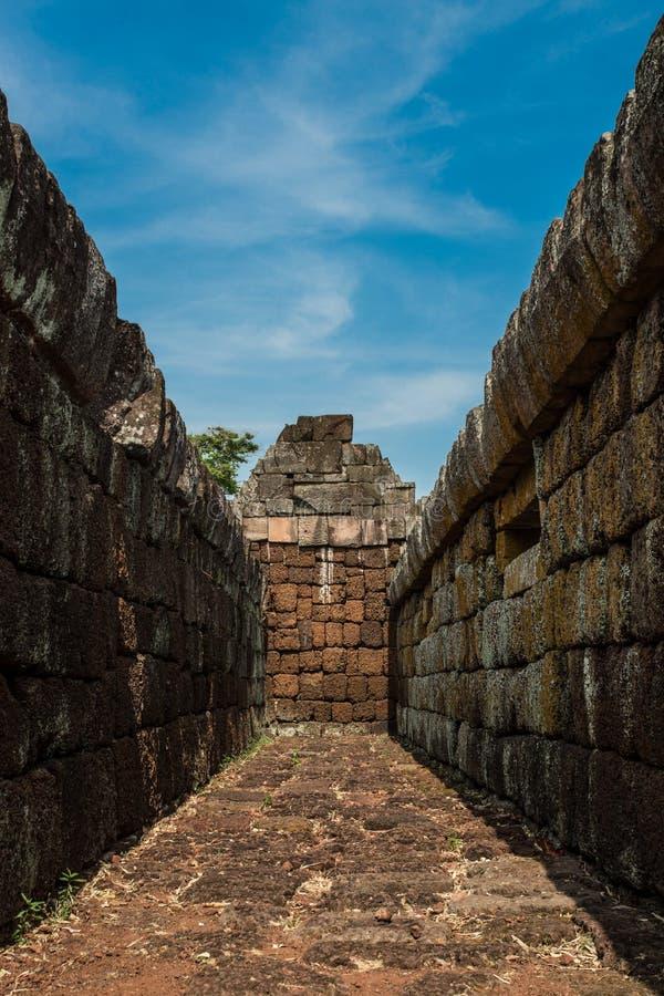 Prasat Phanom ringde historiskt parkerar royaltyfria foton