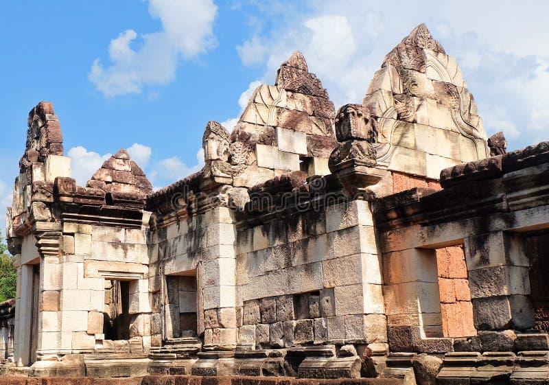 Prasat Sdok Kok Thom, det historiskt parkerar i Thailand royaltyfri foto