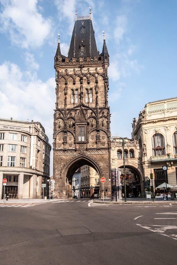 Prasna brana塔在布拉格早晨好夏天 库存照片