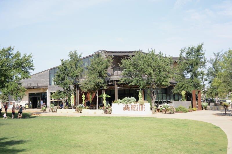 Prasowa kawiarnia przy Trailhead Clearfork, Fort Worth Teksas obrazy stock