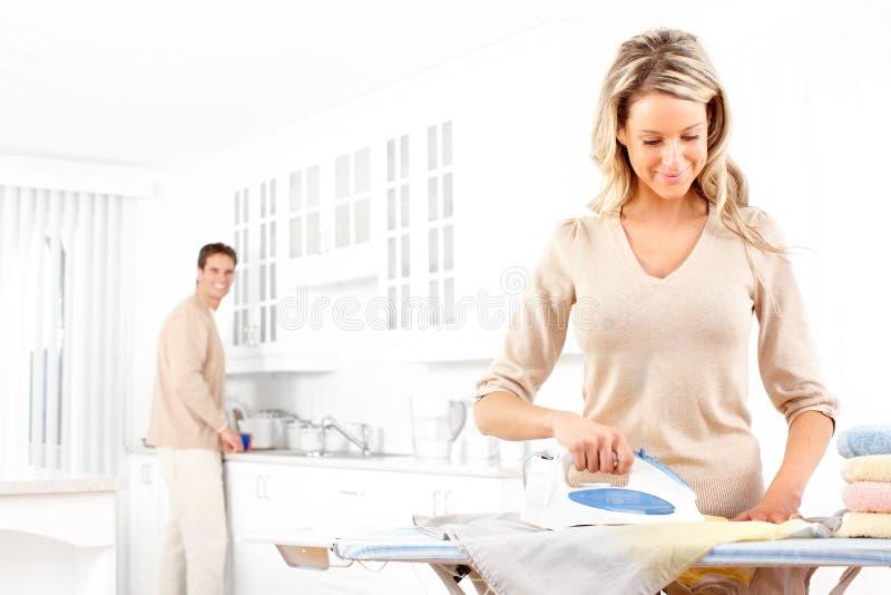 prasowanie odzieżowa kobieta obrazy stock