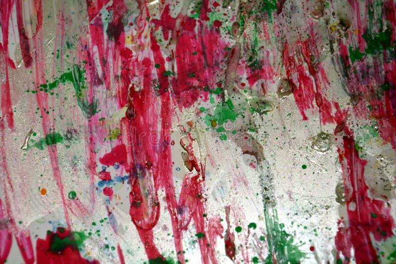 A prata verde-clara violeta vermelha espirra, cores cerosos vívidas coloridas, fundo criativo dos contrastes imagens de stock royalty free