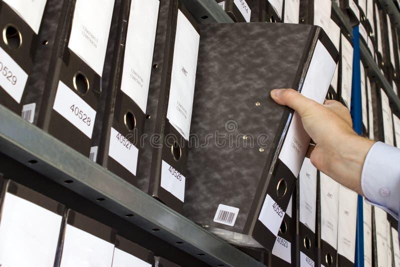 Prateleira com dobradores foto de stock