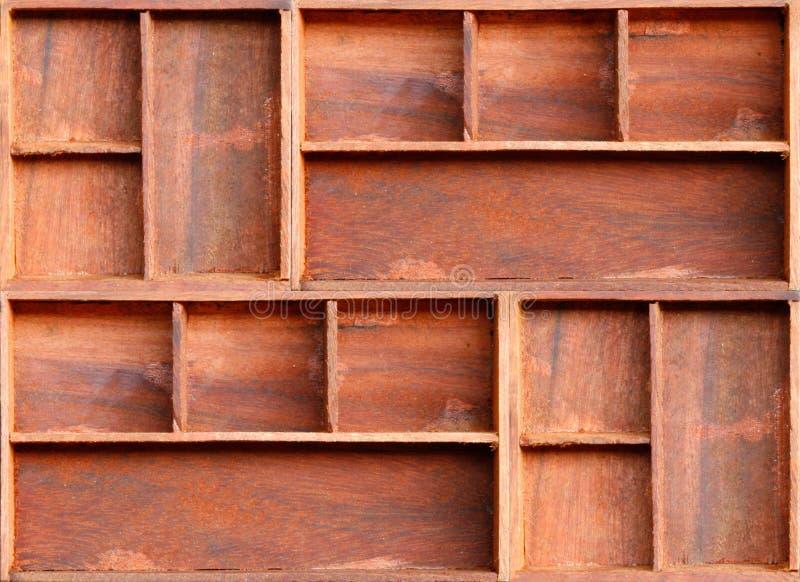 Prateleira de madeira do armário de Brown fotos de stock royalty free