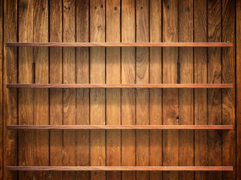 Prateleira de madeira na parede de madeira fotos de stock