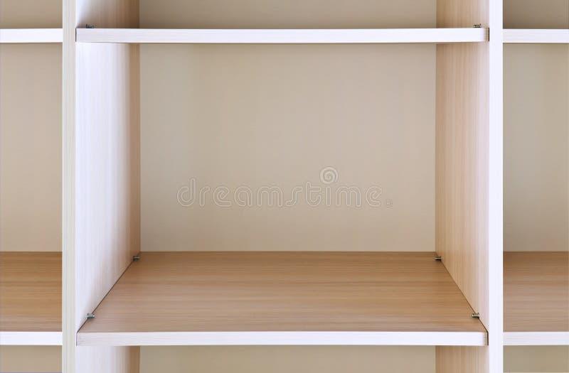 Prateleira de madeira vazia fotos de stock