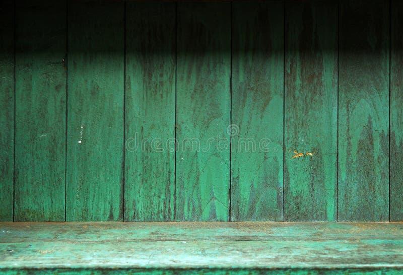Prateleira de madeira velha vazia fotografia de stock royalty free