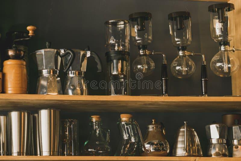 Prateleira de vidro na loja imagens de stock royalty free