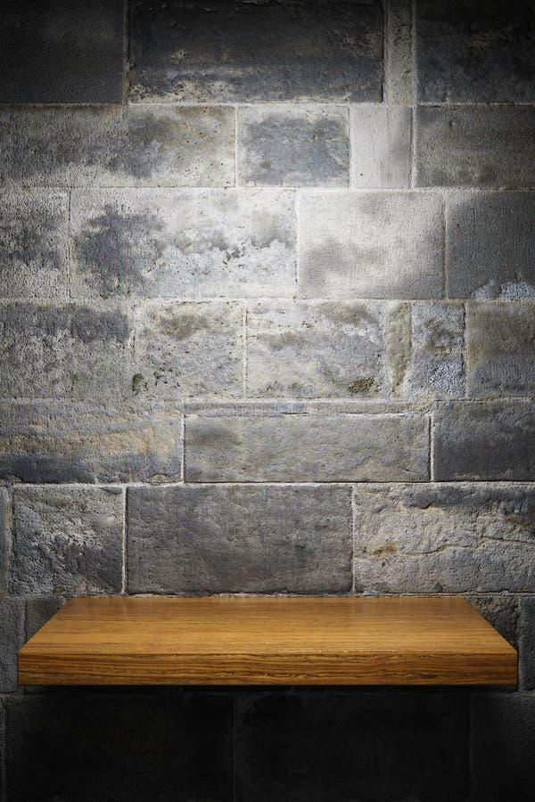 Prateleira vazia na parede de tijolo ilustração do vetor