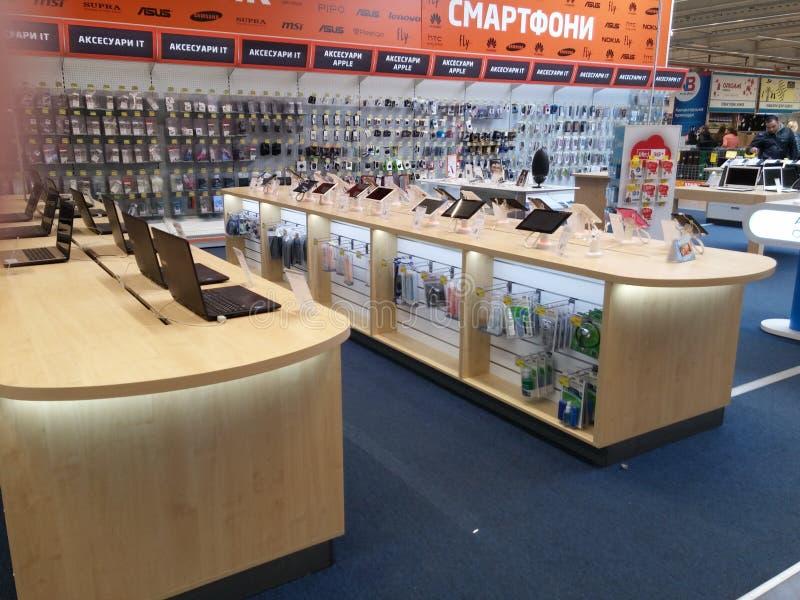 Prateleiras de Electritian no supermercado imagens de stock royalty free