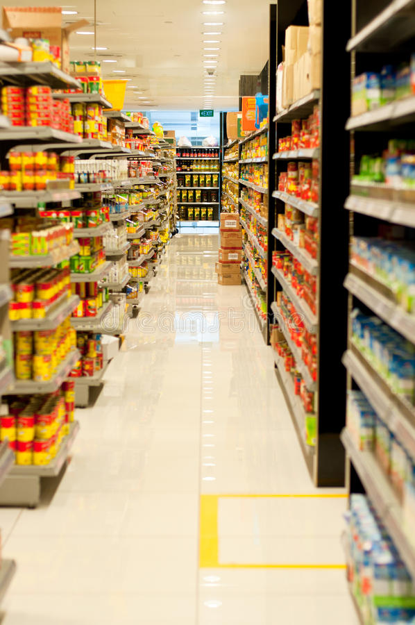 Prateleiras do supermercado foto de stock royalty free