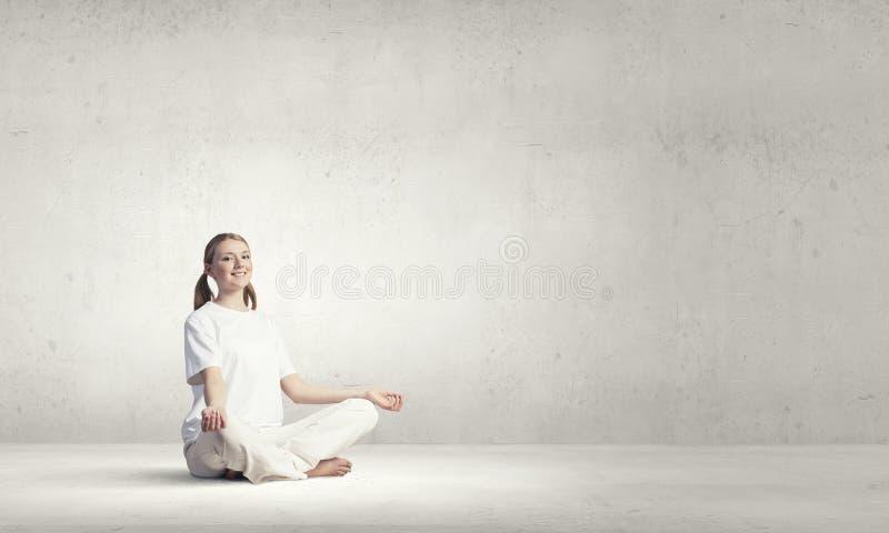 Pratica di yoga fotografie stock