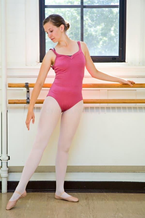 Praticar da bailarina fotografia de stock