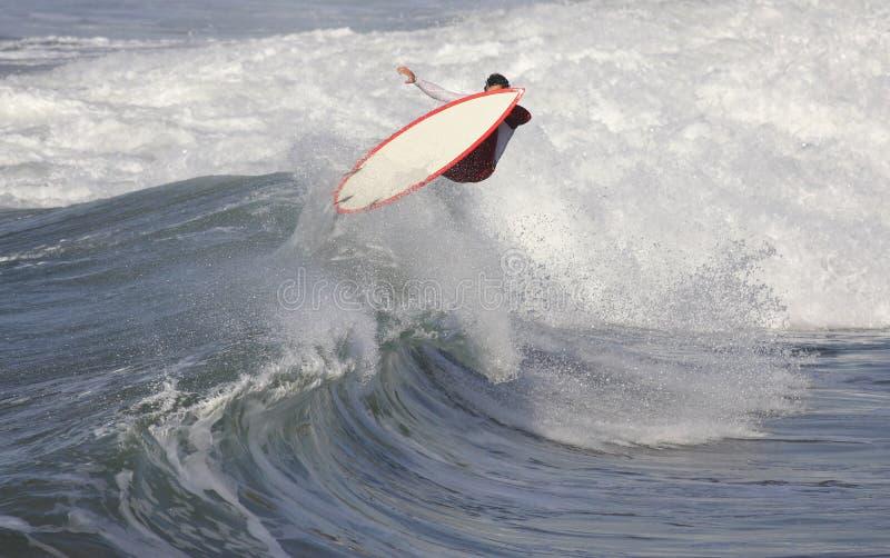 Download Praticare il surfing immagine stock. Immagine di verde - 3885921