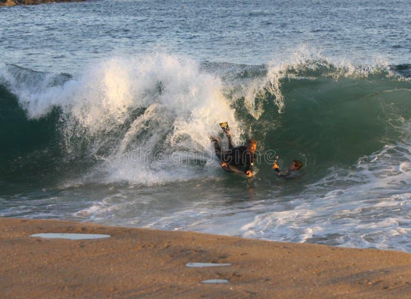 Praticare il surfing il cuneo-GoPro fotografia stock libera da diritti