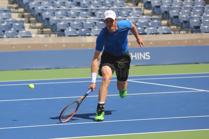Pratiche di Andy Murray del campione del Grande Slam per l'US Open 2015 fotografia stock