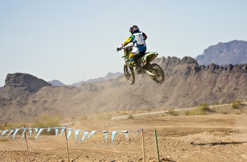 Pratiques en matière d'un coureur de motocross chez SARA Park photo stock