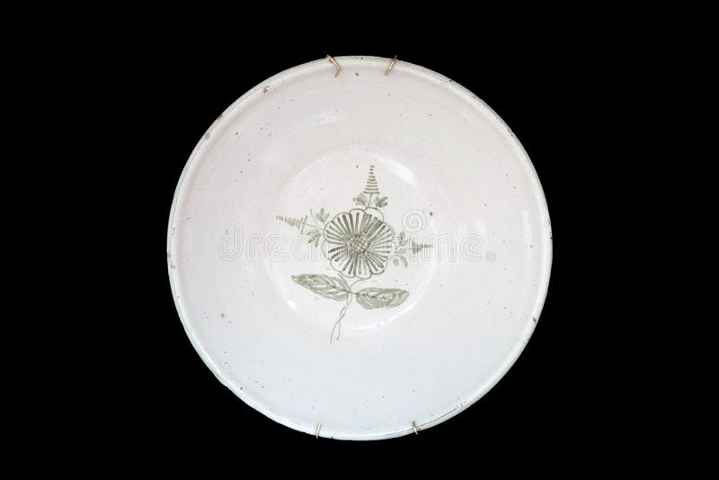 Prato cerâmico pintado à mão velho imagem de stock