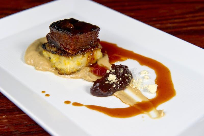 Prato da carne de porco do gourmet foto de stock royalty free