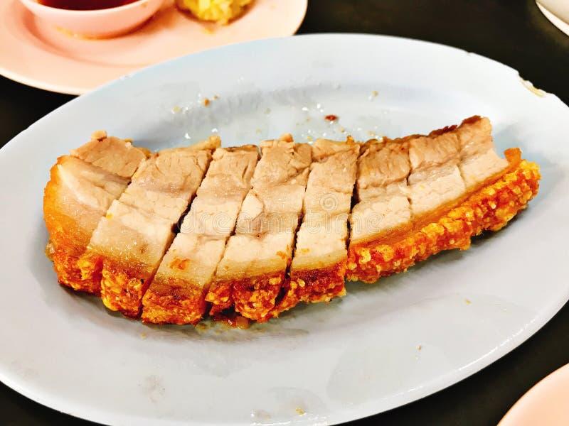 Prato da carne de porco fri?vel saboroso fotografia de stock