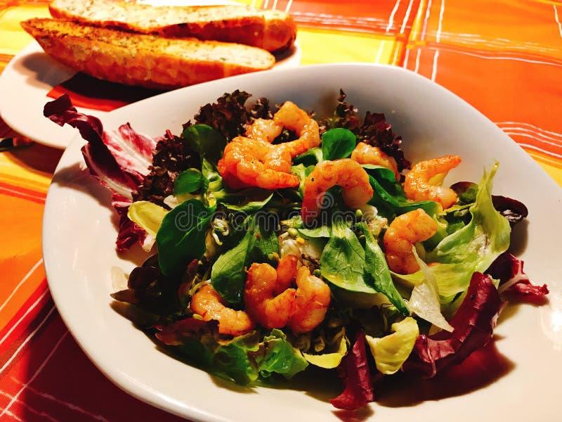 Prato da salada do camarão e a vegetal fotos de stock