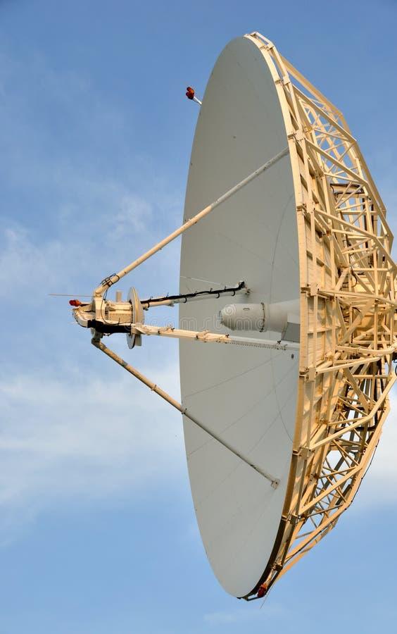 Prato das comunicações satélites fotografia de stock