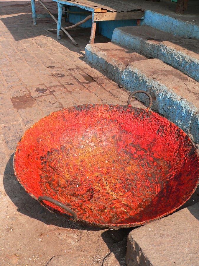 Prato de cozimento indiano colorido imagem de stock royalty free
