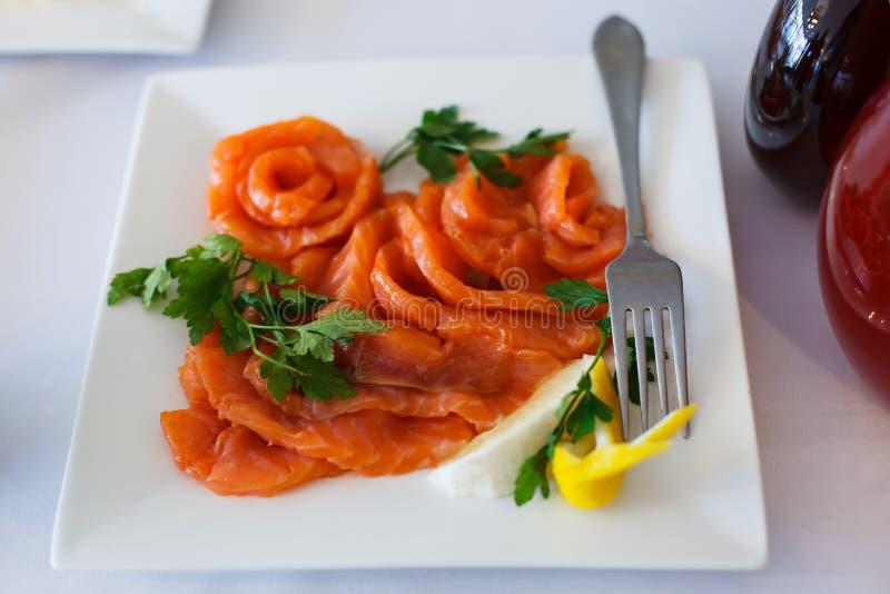 Prato de peixes vermelhos fotografia de stock royalty free
