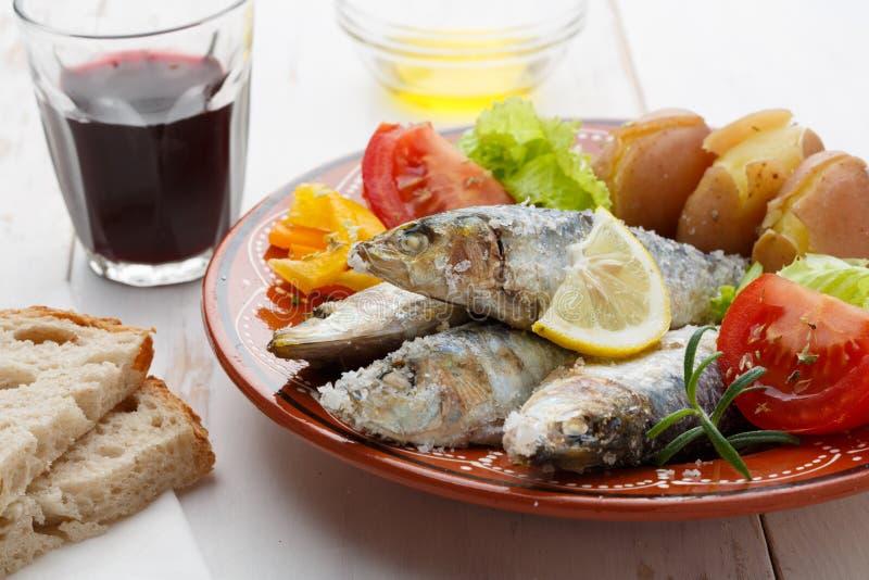 Prato de sardinhas portuguesas imagem de stock royalty free