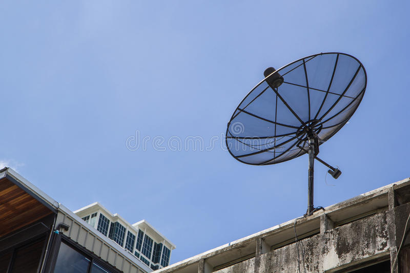 Prato de Sattellite no céu azul fotografia de stock