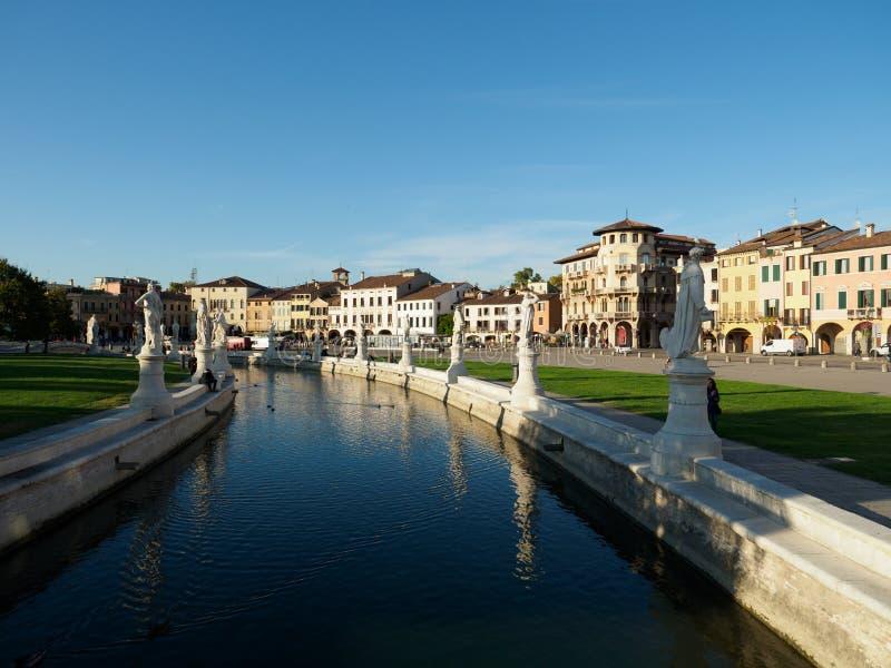 Prato dellaValle fyrkant i Padova, Italien royaltyfri foto