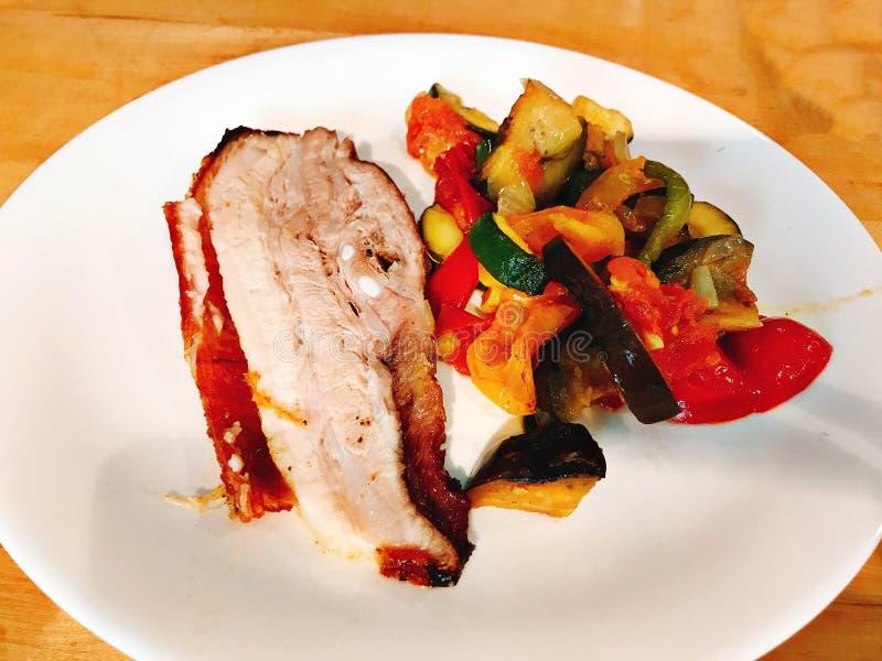 Prato do bife grelhado da carne de porco fotos de stock