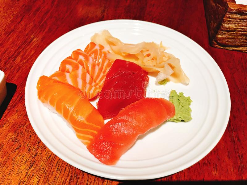 Prato do sushi e do sashimi foto de stock royalty free