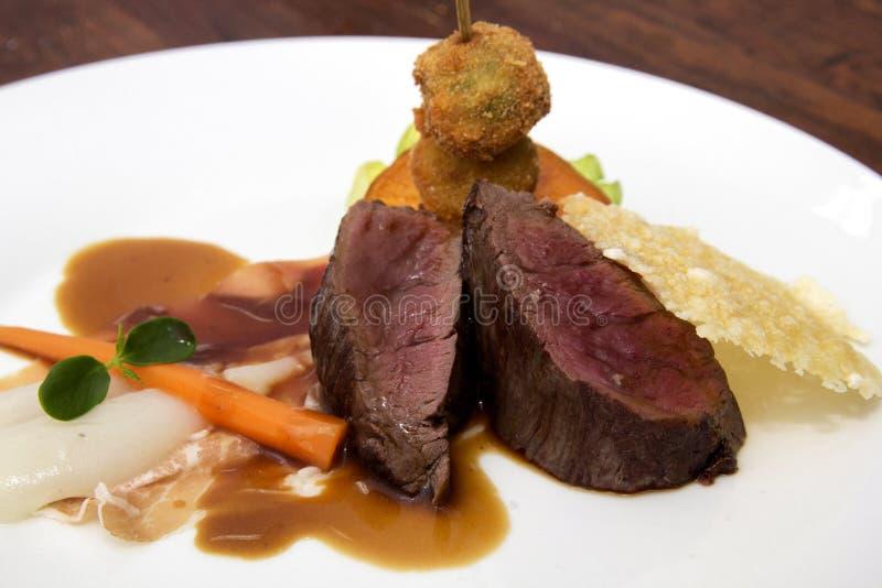 Prato gourmet com faixa do pato imagem de stock