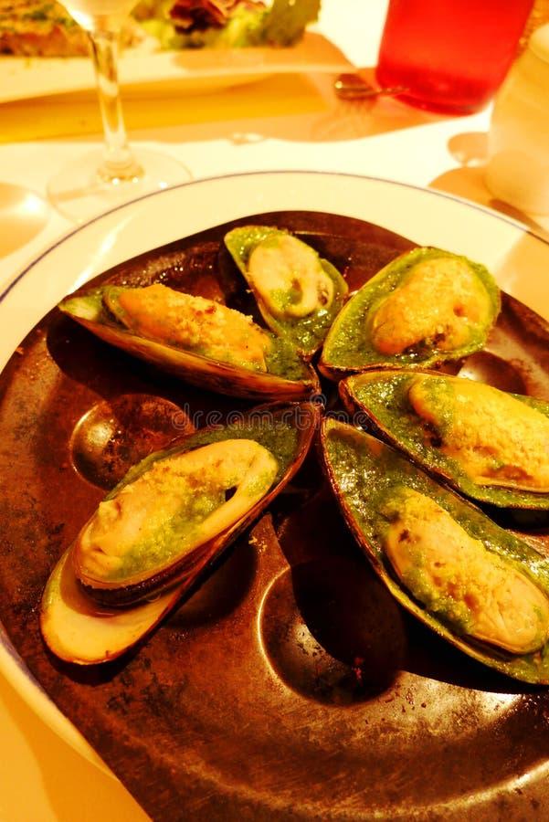 Prato gourmet do mexilhão do marisco, restaurante de Paris fotos de stock royalty free