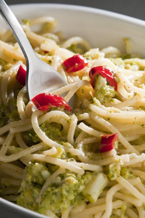 Prato italiano do espaguete com bróculos imagens de stock royalty free