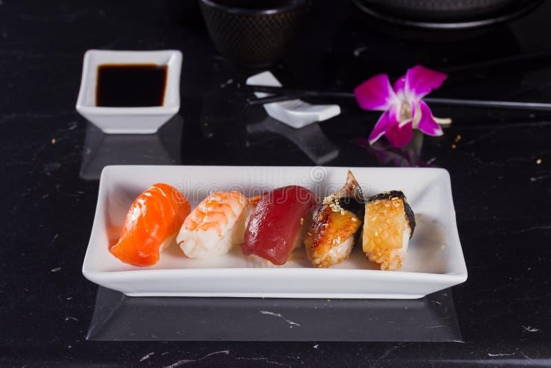 Prato japonês do sushi fotos de stock royalty free