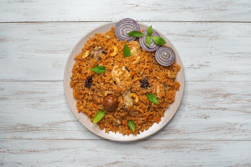 Prato oriental de Kabsa do arroz com galinha fotos de stock royalty free