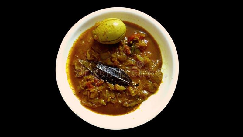 Prato picante do caril do ovo cozido na placa para Roti e arroz foto de stock