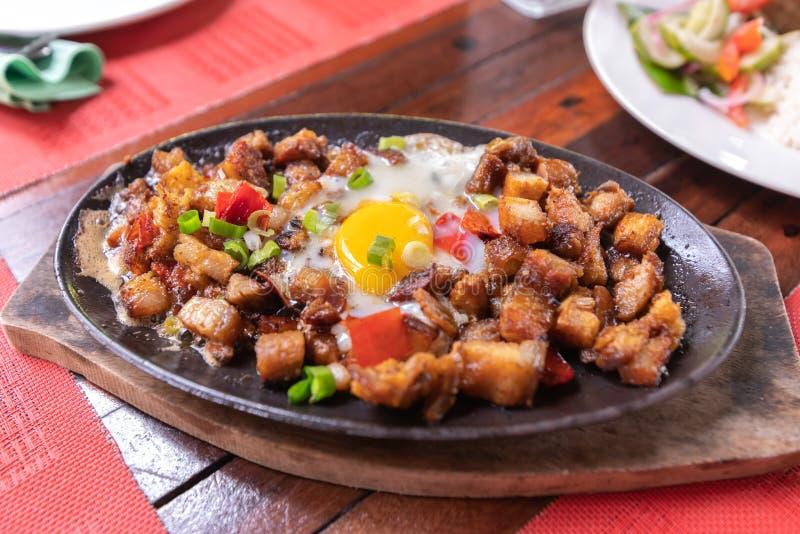 Prato popular de Filipion - sisig da carne de porco foto de stock royalty free