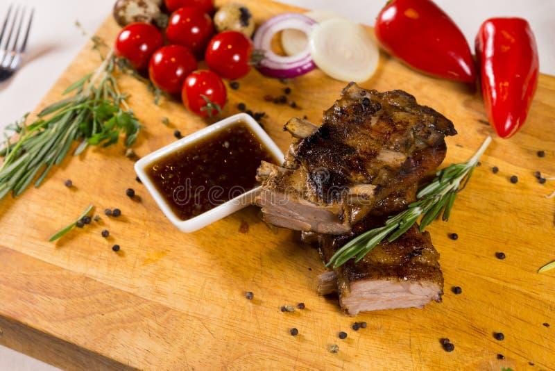 Prato principal Meaty saboroso com molho do mergulho fotografia de stock
