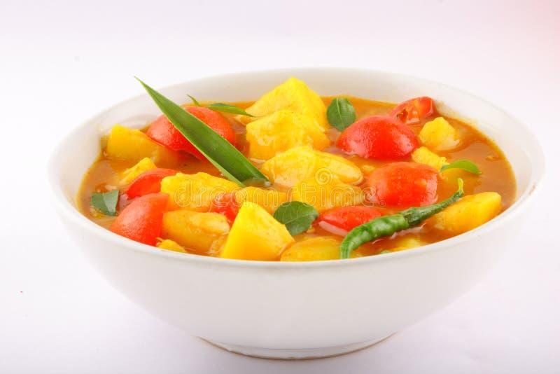 Prato saboroso do caril do tomate e da batata imagens de stock