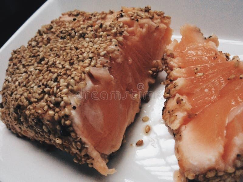 Prato salmon fresco imagens de stock