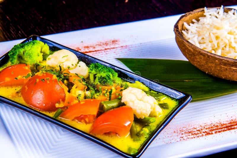 Prato vegetal misturado com arroz Caril indiano fotografia de stock